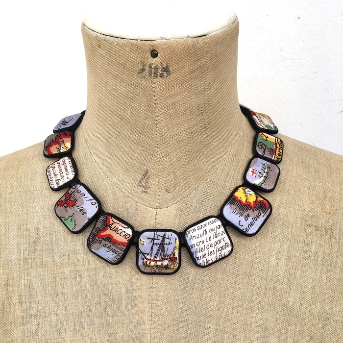 Colliers carrés foulards 13