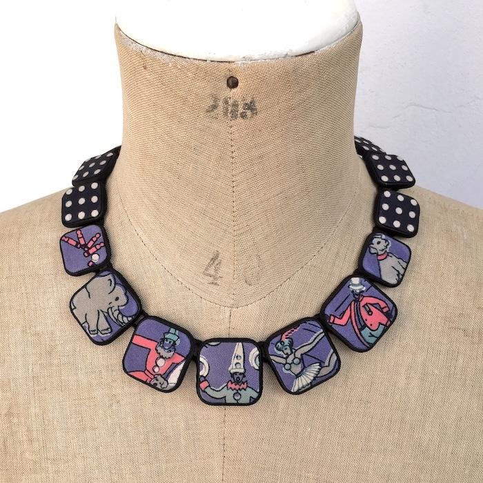 Colliers carrés foulards 47